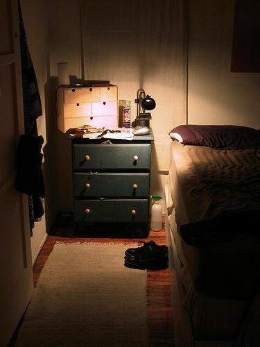 ベッドサイドの間接照明