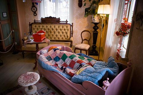 北欧に学ぶお部屋のコーディネート術。布使い、照明使い、色使い・・・全てが参考に!